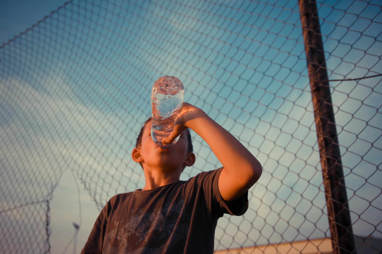 Dopajanie dziecka wodą – potrzebne czy nie?